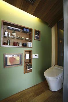 建築家:ao2.co.ltd「Kb邸」 Washroom, Bathroom Medicine Cabinet, Toilet Room Decor, Green Rooms, Amazing Bathrooms, Bathroom Interior, Small Bathroom, Furniture Decor, Building A House