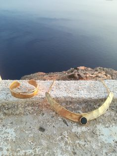 Handmade jewels inspired from Mycenaean society. Wear this rustic solid gold necklace with this solid gold bangle and travel to Ancient Greece! Visit my etsy shop for more Jewels Solid Gold Bangle, Gold Bangles, Mycenaean, Greek Jewelry, Bohemian Rings, Thumb Rings, Agate Stone, Ancient Greece, Gold Necklace