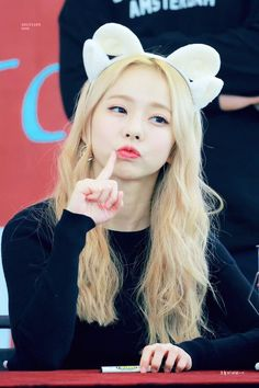 Discovered by Bbibbi ♡. Find images and videos about loona, viví and loona 1 3 on We Heart It - the app to get lost in what you love. Kpop Girl Groups, Korean Girl Groups, Kpop Girls, Extended Play, Cool Girl, My Girl, Oppa Gangnam Style, Korean Name, Olivia Hye