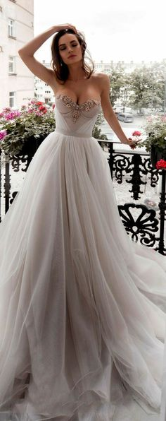 sweetheart neckline #weddingdress with #retro style