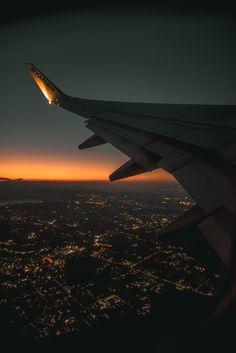 Night Aesthetic, City Aesthetic, Travel Aesthetic, Sunset Wallpaper, Scenery Wallpaper, Airplane Photography, Travel Photography, Moon Photography, Landscape Photography