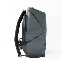 近未来×スポーティなデザインとオンオフ使える機能性を併せ持つバックパック。