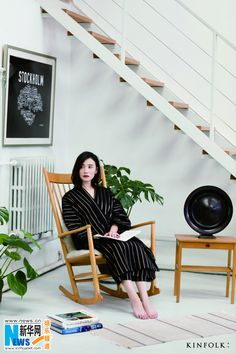 Song Jia poses for fashion shots | China Entertainment News