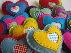 More felt ideas - lovely patched hearts Craft Projects, Sewing Projects, Felt Projects, Felt Embroidery, Felt Birds, Felt Decorations, Heart Crafts, Felt Christmas Ornaments, Felt Patterns