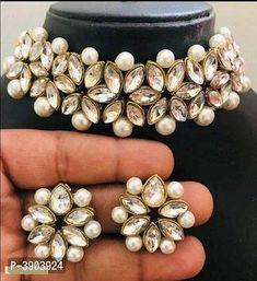 Exquisite kundan and pearl chokher jewellery set Indian Jewelry Earrings, Indian Jewelry Sets, Indian Wedding Jewelry, Cute Jewelry, Bridal Jewelry, Indian Bridal, Gold Jewelry, Jewelry Necklaces, Bullet Jewelry