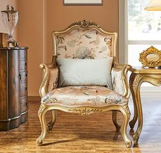 Our have more than 15 years of custom furniture experience, custom products more than thousands of species. Classic Furniture, Furniture Styles, Custom Furniture, Luxury Furniture, Furniture Design, French Furniture, Royal Sofa, Neoclassical Design, Victorian Sofa