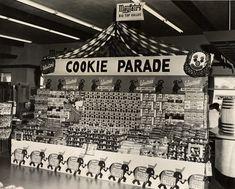 Mayfair Supermarket Cookie Display, 1950's [link]