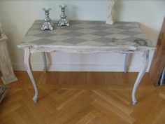 Love this table top. Annie Sloan Painted Furniture, Hand Painted Furniture, Cool Furniture, Painted Dressers, Furniture Ideas, Painted Table Tops, Mackenzie Childs Inspired, Guest Room Decor, Grey Table