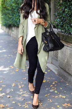 Love how casual this military trench coat looks like! Perfect light coat to add on in this season transitional time!