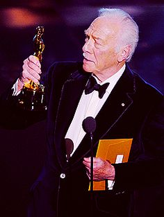 Christopher Plummer accepts his award for Best Supportting Actor in Beginners.