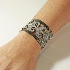 Bracelete Prata Leve Glitter Branco c/ Ródio Negro #joia #poder
