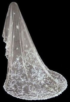 MAGNIFICENT ANTIQUE VICTORIAN BRUSSELS LACE WEDDING VEIL