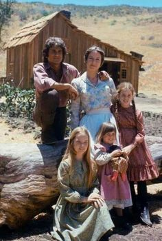 Michael Landon as Charles Philip Ingalls, Karen Grassle as Caroline. 1970s Childhood, My Childhood Memories, Sweet Memories, Melissa Gilbert, Michael Landon, Laura Ingalls, Good Old Times, The Good Old Days, Melissa Sue Anderson