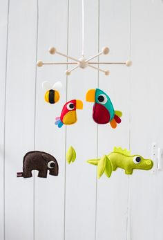 Traumfänger für's Kinderzimmer: Mobile mit den Lieblingstieren Deines Kindes / dream catcher for children's room: mobile with your kid's favorite animals made by Catmade via DaWanda.com