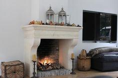 Inbouw haard in natuursteen schouw creme met open vuur   Profires - inspiratie voor sfeerverwarming