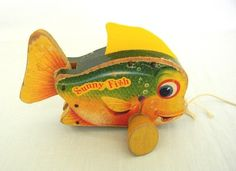 1955 FISHER PRICE # 420 SUNNY FISH VINTAGE ANTIQUE PULL TOY