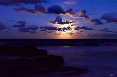 Moon raise over Snapper Rocks #australia #goldcoast #snapperrocks #beach #beaches #coast #moon #moonraise #cloud #clouds #blue #night #purple #ocean #oceans #sea #seas #coastline #beautiful #stunning #stunning_shots #stunningview #glow #travel #traveler #traveling #traveller #travelling #holiday #holidays by izapix