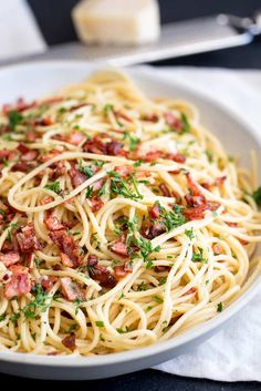 This Easy Garlic Bacon Pasta Recipe is going to be your go-to weeknight meal when you need a quick dinner on the table in just 10 minutes. With just 5 ingredients - pasta, olive oil, garlic, bacon, an Garlic Butter Pasta, Bacon And Butter, Lemon Pasta, Weeknight Meals, Easy Meals, Linguine, Bacon Pasta Recipes, Roasted Vegetable Pasta, Vegetable Salad