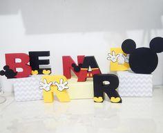 Letras em papelaria personalizada 3D.    Mínimo de 4 letras.  Enviamos a arte para aprovação.    *Medida aproximada, pois cada letra tem um formato.