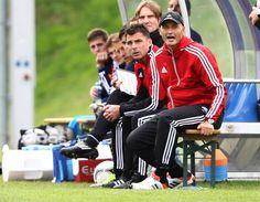 FC Liefering Trainerbank mit Peter Zeidler und Zsolt Loew - Stadtderby