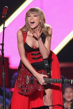 Taylor Swift yikes I can see down her dress!!!