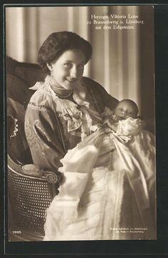 Herzogin Viktoria Luise zu Braunschweig u. Lüneburg mit dem Erbprinzen 1918