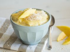 Karibik zum Löffeln: Vanillepudding mit Kokosmilch und Mango
