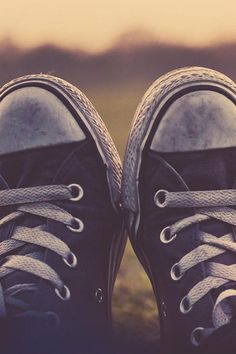 There's nothing that I love more than dirty converse. :) Except maybe combat boots. Converse All Star, Converse Shoes, Converse Style, Converse Photography, Converse Wallpaper, Baskets, Estilo Fashion, New Shoes, Women's Shoes