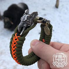 Kruger Everyday Carry designs, produces and sells a customized selection of items for work, travel and survival. All our paracord items are handmade to order. Diy Bracelet Designs, Paracord Bracelet Designs, Paracord Projects, Bracelet Crafts, Paracord Bracelets, Bracelets For Men, Beaded Bracelets, Paracord Accessories, Fantasy Jewelry