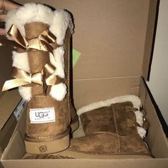 which uggs?😍 Bearpaw Boots, Ugg Boots, Buy Shoes, Me Too Shoes, Sneaker Heels, Shoes Sneakers, Cute Uggs, Shoes For School, Comfy Shoes