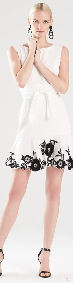 High End Fashion, Work Fashion, Diy Fashion, Fashion Design, Fashion Trends, White Anemone, Anemone Flower, Glamour Beauty, Classic Style Women