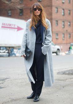 """""""Helles Steingrau, gerade Linien, schörkelloses Design - so sieht für mich der perfekte Wintermantel aus."""" The Stylelist Sonja: Zalando Mitarbeiter zeigen ihren Style"""