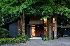 blue almost black exterior paint looks great here. Delightful Modern Retreat in Portland, Oregon: Arboretum Residence