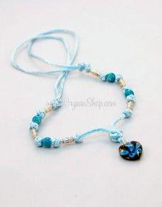 Collar azul con corazón de cristal