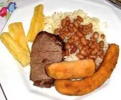 brazilian-food-plate, with rice, beans, and meat..gostoso