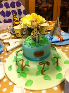 Jungle theme cute baby Giraffe cake