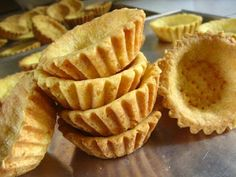 yenni's cake: Resep Kulit Pie Renyah Muffin Tin Recipes, Tart Recipes, Cookie Recipes, Snack Recipes, Dessert Recipes, Snacks, Indonesian Desserts, Asian Desserts, Indonesian Food