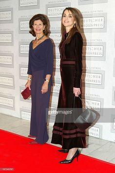 Königin Silvia Von Schweden Und Königin Rania Von Jordanien Bei Der Verleihung Des 'Deutschen Medienpreises' In Baden Baden .