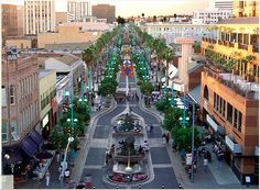 Santa Monica Promenade {Shopping, Dining, and People watching}