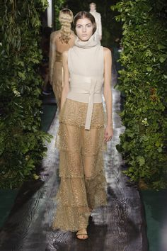 Couture F/W 2014-15 Valentino • See more of the collection on www.rendezvousdelamode.com #hautecouture #Valentino #fall #winter #mode #fashion #women #womenfashion #fashionshow #fashionweek #parigi #paris #catwalk #style #rendezvous