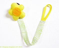 Clip portaciuccio, fiore di feltro imbottito, nastro di cotone, pois bianchi e verdi - by RobyGiup