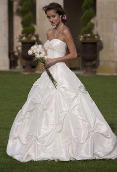Group USA Wedding Dresses Photos on WeddingWire