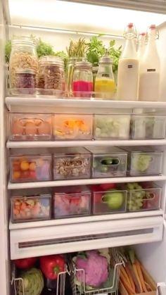 Kitchen Organization Pantry, Refrigerator Organization, Home Organization Hacks, Organized Fridge, Organised Home, Fridge Storage, Home Decor Kitchen, Home Kitchens, Healthy Fridge
