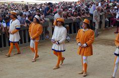 Orafi (Contrada del Leocorno): Rappresentanti del popolo. Foto tratta dal sito http://palio.be/