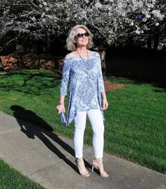 Take a look at the best women fashion over 50 fifty not frumpy in the photos below and get ideas for your outfits! 6 Balance and proportion are key: loose tops look better with slimline trousers and skirts; Over 60 Fashion, Over 50 Womens Fashion, 50 Fashion, Fashion Outfits, Fashion Trends, Holiday Fashion, Fashion Spring, Cheap Fashion, Ladies Fashion
