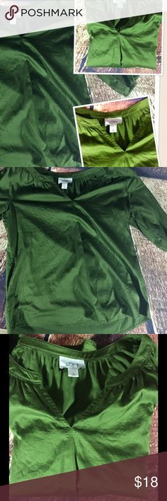 Ann Taylor LOFT Women's Blouse Size Small Green This top is by Ann Taylor LOFT and is in good preowned condition. This blouse is in a Size small. Ann Taylor Tops Blouses