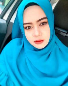 hijaber semok #wanitahijaber Muslim Fashion, Hijab Fashion, Hijab Tutorial, Hijab Outfit, Outfits, Style, Swag, Suits, Hijabs