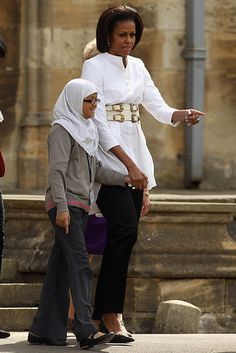 Michelle Obama fashion with belt - white belt on white shirt