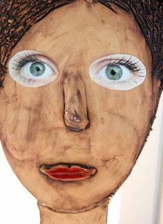 Keramika. Nalepené, makroobjektivem vyfocené oči. Carnival, Portrait, Face, Painting, Pictures, Headshot Photography, Carnavals, Painting Art, Portrait Paintings