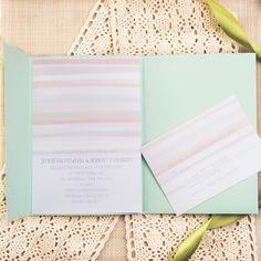 Una sencilla y original invitación en colores pastel